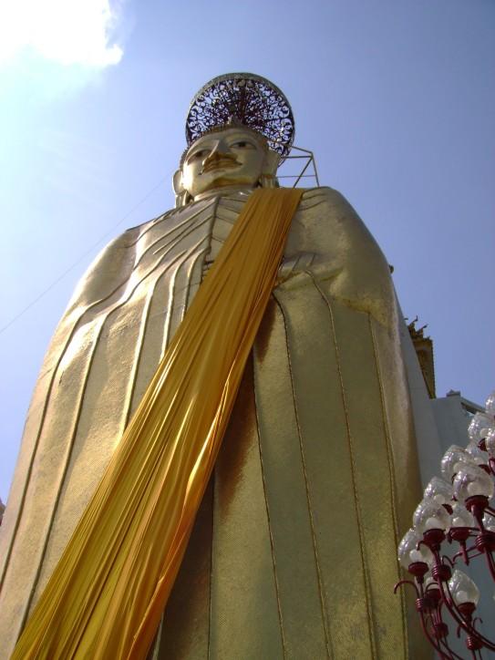 Luang Pho To (Giant Buddha)