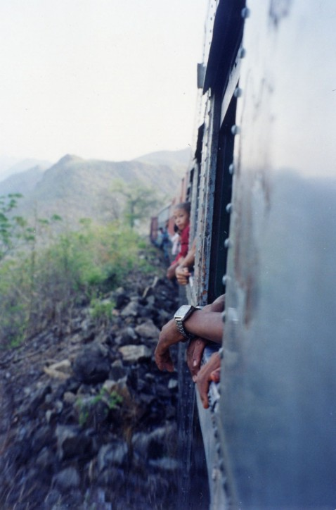 SwitcSwitchback Train to Pyin Oo Lwin